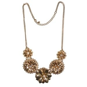 Statement Necklace Deepa Gurnani style Flower